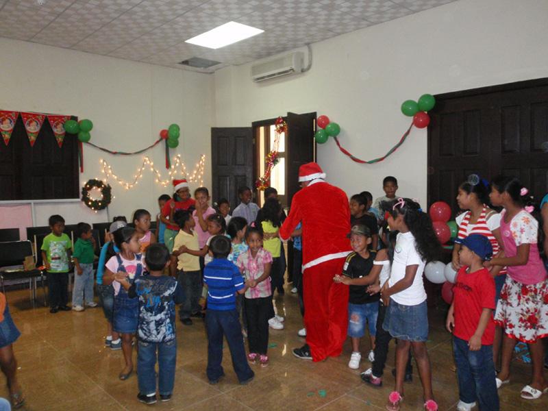 Christmas-Give-Back-1