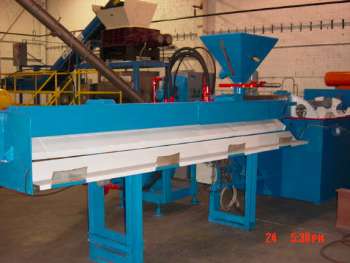 an example of an extrusion machine for making plastic lumber