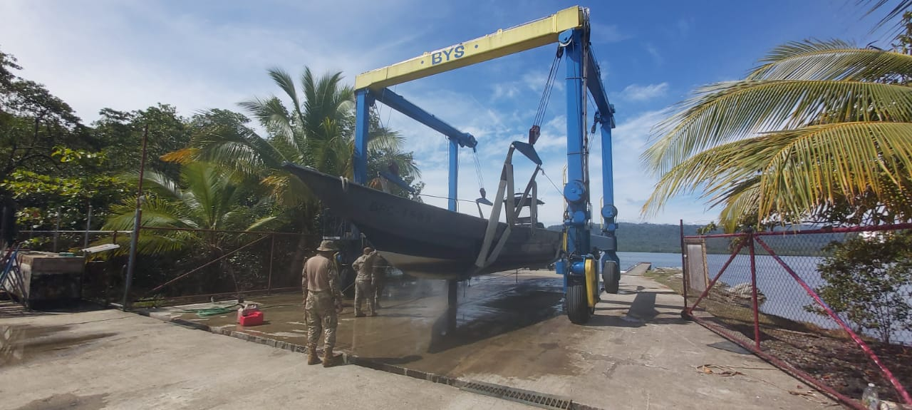 bocas boat yard servicing aeronaval and police boats for fre